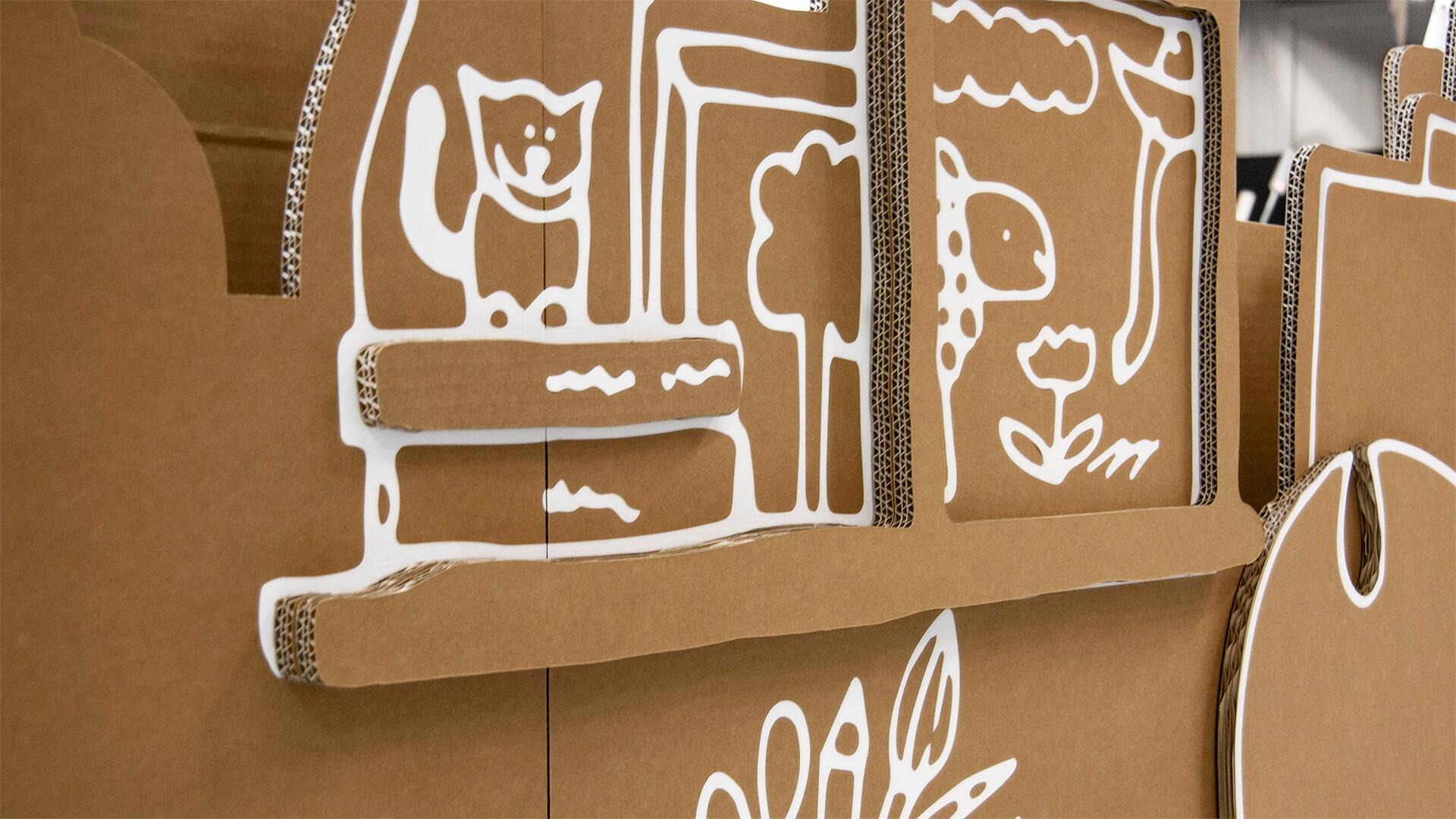 Teile der Pappaufsteller, mit Bildaufdruck Katze und Schaf